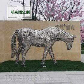 湘潭小区入口金属马雕塑 字母拼接镂空工艺摆件