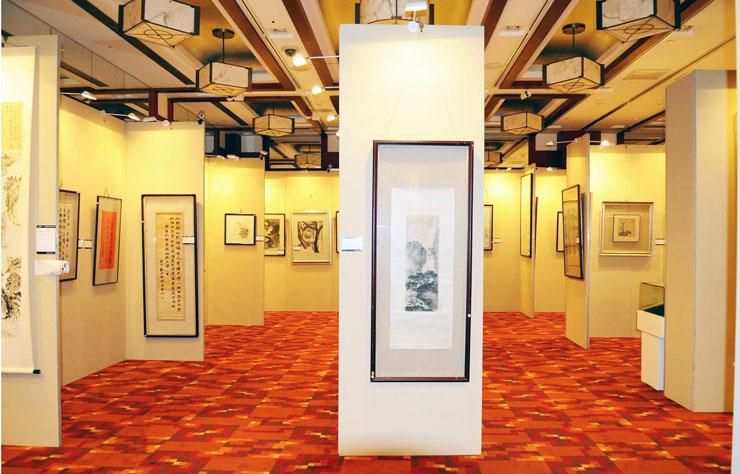 展览艺术板墙设计 八棱柱展板 大中专院校字画作品展专用屏风