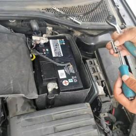 开封市 上门安装汽车电瓶没电搭电救援帮车补胎开锁8店