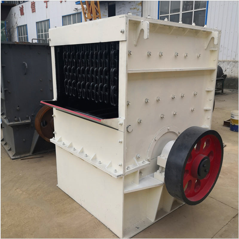大型移动石子石料箱式破碎机 随时可移动的破碎机