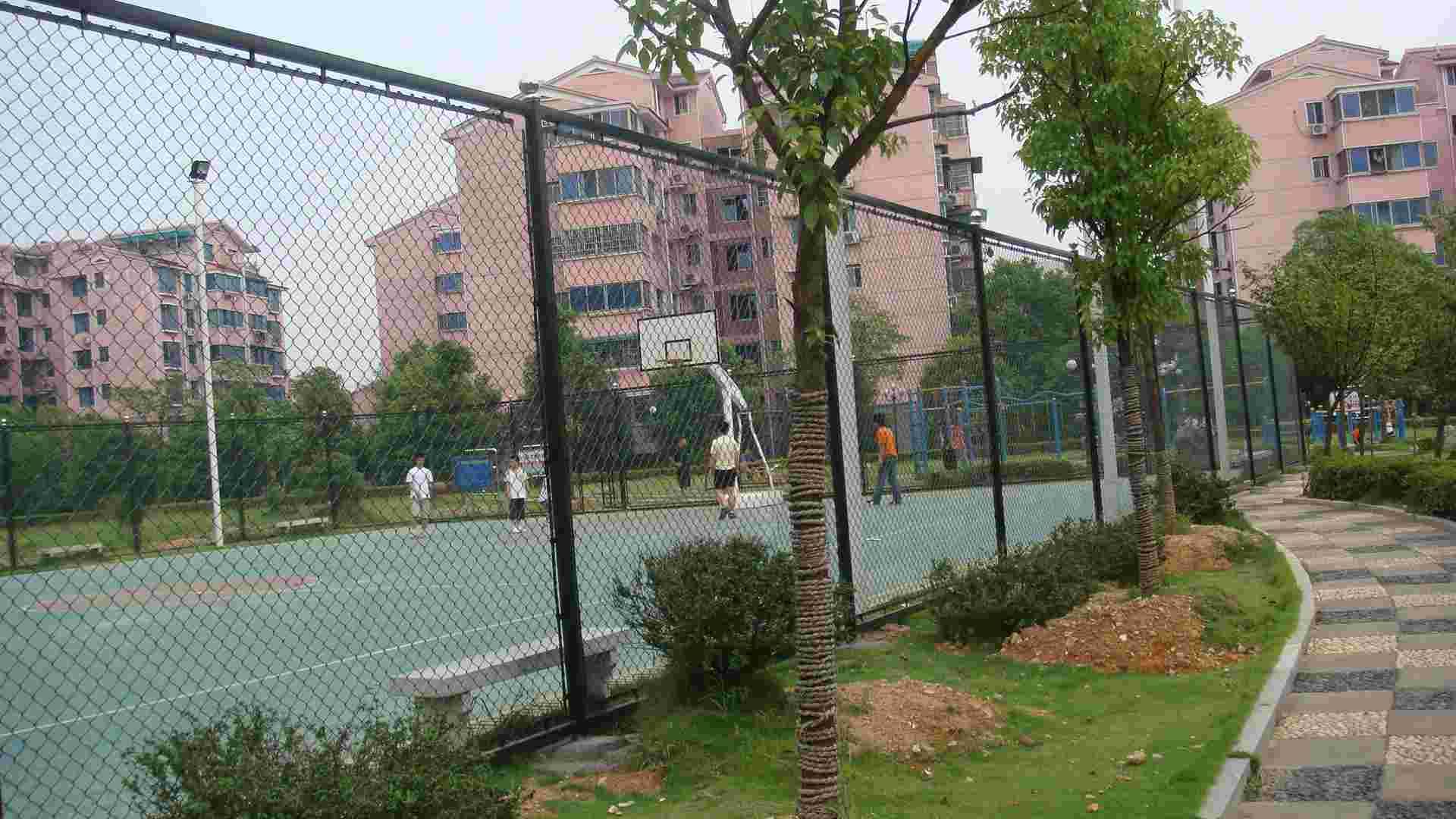 厂家供应体育场围栏网球场围栏网浸塑绿色勾花网