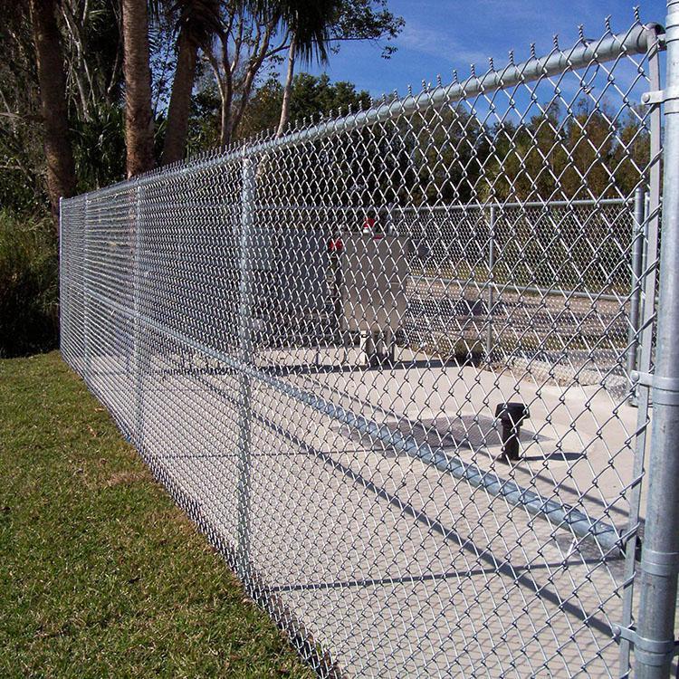 勾花网护栏 浸塑铁丝网 体育场隔离栅 球场围网